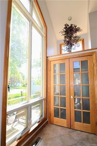 Photo 3: 129 Valley View Drive in Winnipeg: Heritage Park Residential for sale (5H)  : MLS®# 1814095