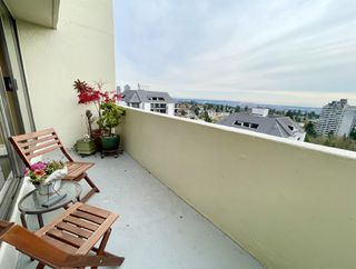"""Photo 10: 1904 4300 MAYBERRY Street in Burnaby: Metrotown Condo for sale in """"Times Square"""" (Burnaby South)  : MLS®# R2526993"""