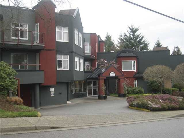 """Main Photo: 103 2800 CHESTERFIELD Avenue in North Vancouver: Upper Lonsdale Condo for sale in """"Somerset Green"""" : MLS®# R2132855"""