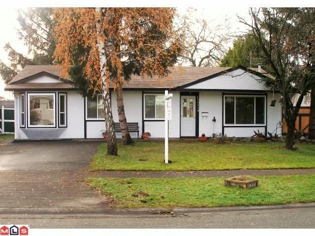 Main Photo: 17932 SHANNON Place in Surrey: Cloverdale BC House for sale (Cloverdale)  : MLS®# F1111461