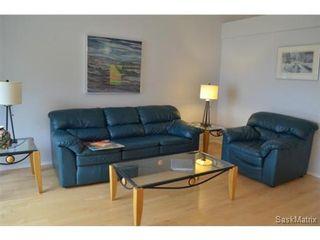Photo 3: 223 Carter Crescent in Saskatoon: Confederation Park Single Family Dwelling for sale (Saskatoon Area 05)  : MLS®# 479643