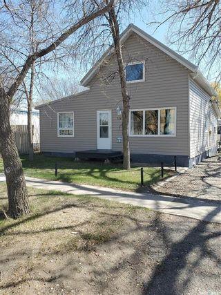 Photo 1: 726 Carbon Avenue in Bienfait: Residential for sale : MLS®# SK854540