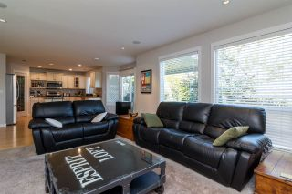 """Photo 4: 6632 206 Street in Langley: Willoughby Heights House for sale in """"BERKSHIRE"""" : MLS®# R2113542"""