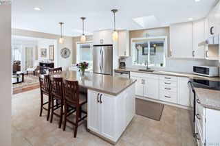 Photo 5: 4687 Sunnymead Way in VICTORIA: SE Sunnymead House for sale (Saanich East)  : MLS®# 780040
