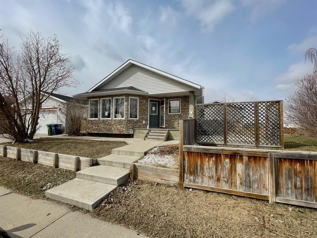 Main Photo: 111 Ridgebrook Drive SW: Airdrie Detached for sale : MLS®# A1102417