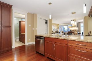 """Photo 11: 207 15164 PROSPECT Avenue: White Rock Condo for sale in """"WATERFORD PLACE"""" (South Surrey White Rock)  : MLS®# R2032759"""