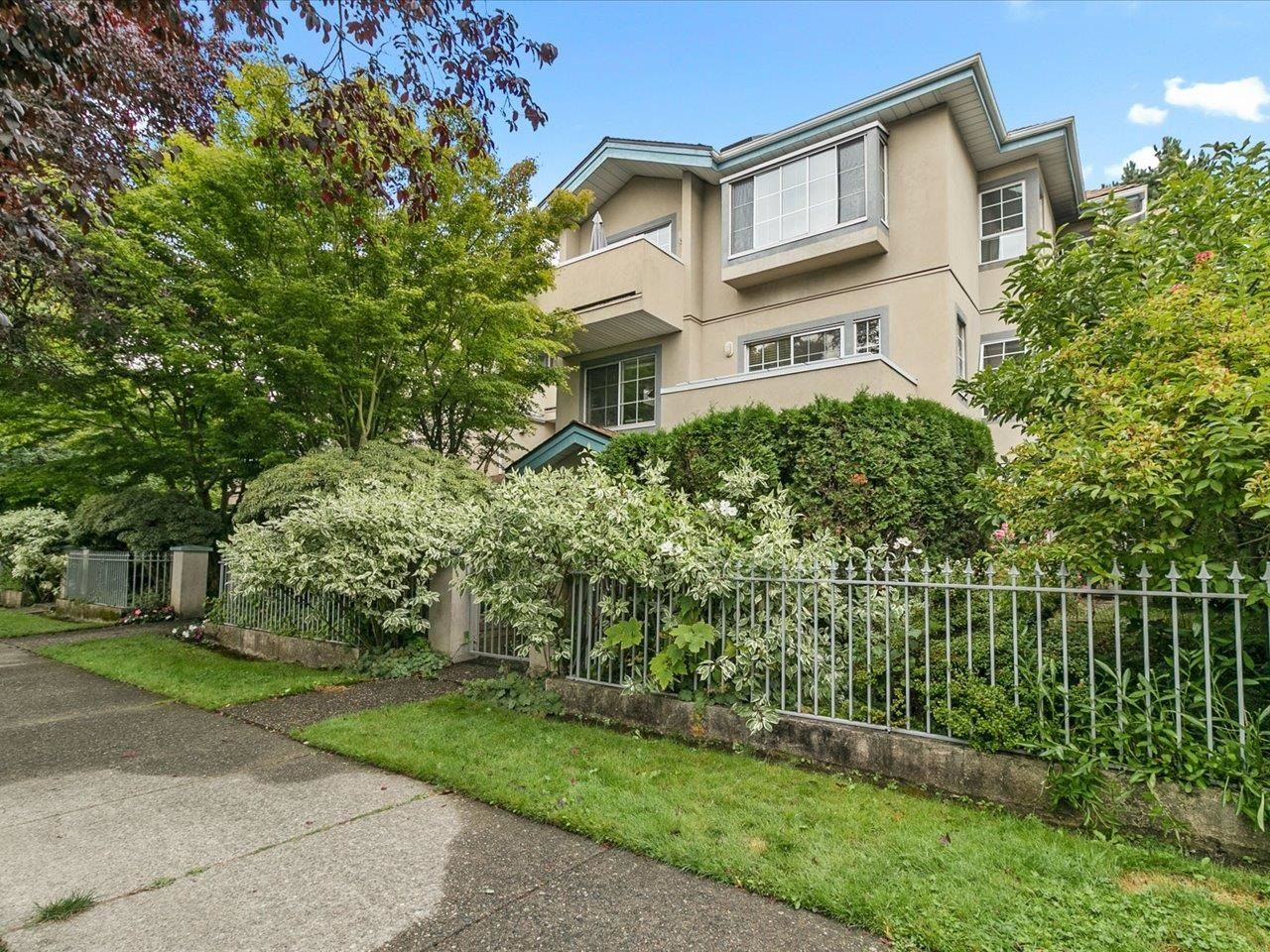 """Main Photo: 202 825 W 15TH Avenue in Vancouver: Fairview VW Condo for sale in """"The Harrod"""" (Vancouver West)  : MLS®# R2614837"""