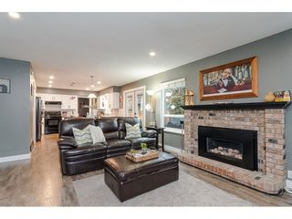 """Photo 11: 18677 61A Avenue in Surrey: Cloverdale BC House for sale in """"EAGLECREST"""" (Cloverdale)  : MLS®# R2426392"""