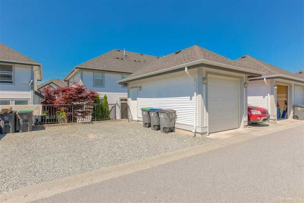"""Photo 19: Photos: 7014 179A Street in Surrey: Cloverdale BC Condo for sale in """"TERRACES AT PROVINCETON"""" (Cloverdale)  : MLS®# R2391476"""