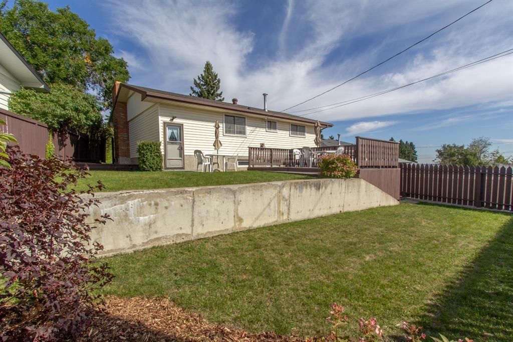 Photo 28: Photos: 1039 Hunterdale Place NW in Calgary: Huntington Hills Detached for sale : MLS®# A1144126