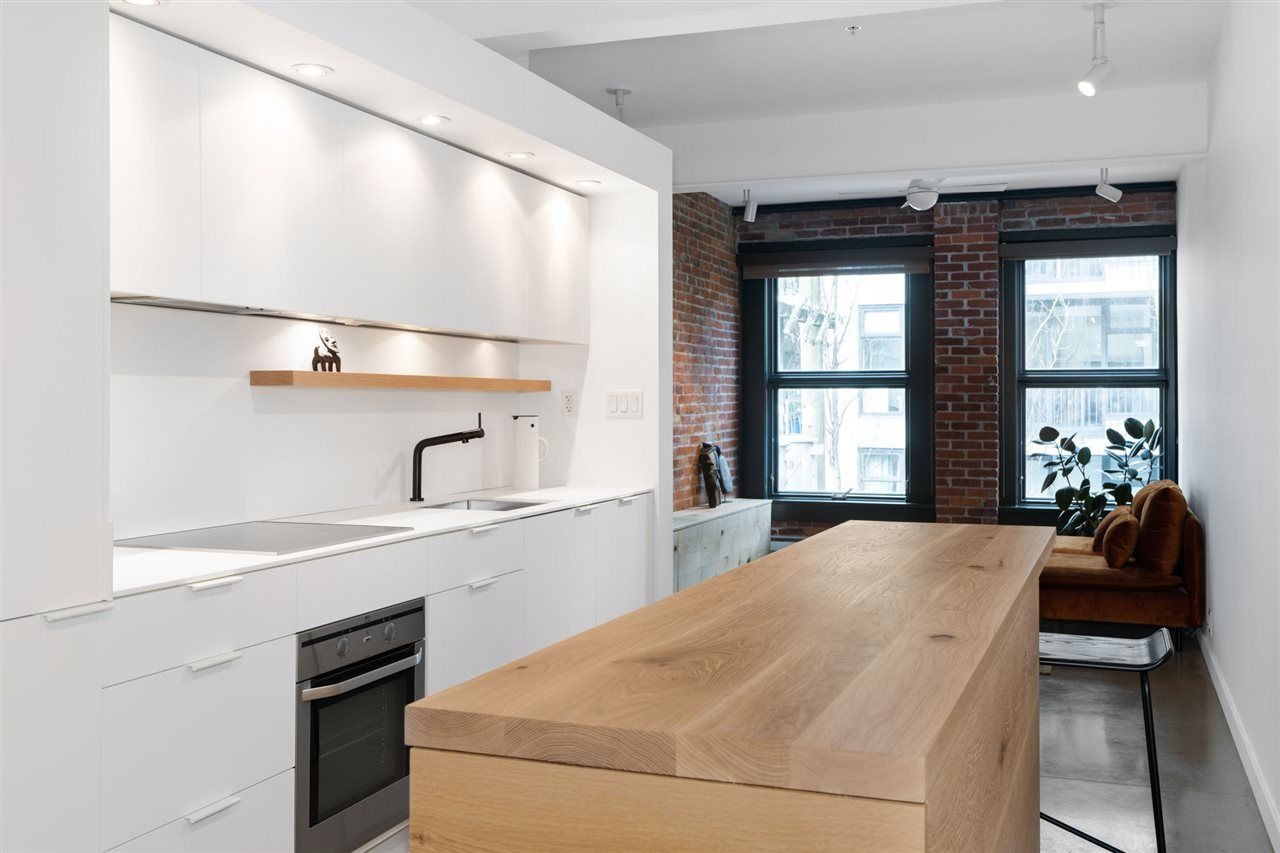"""Main Photo: 404 53 W HASTINGS Street in Vancouver: Downtown VW Condo for sale in """"Paris Block"""" (Vancouver West)  : MLS®# R2539931"""