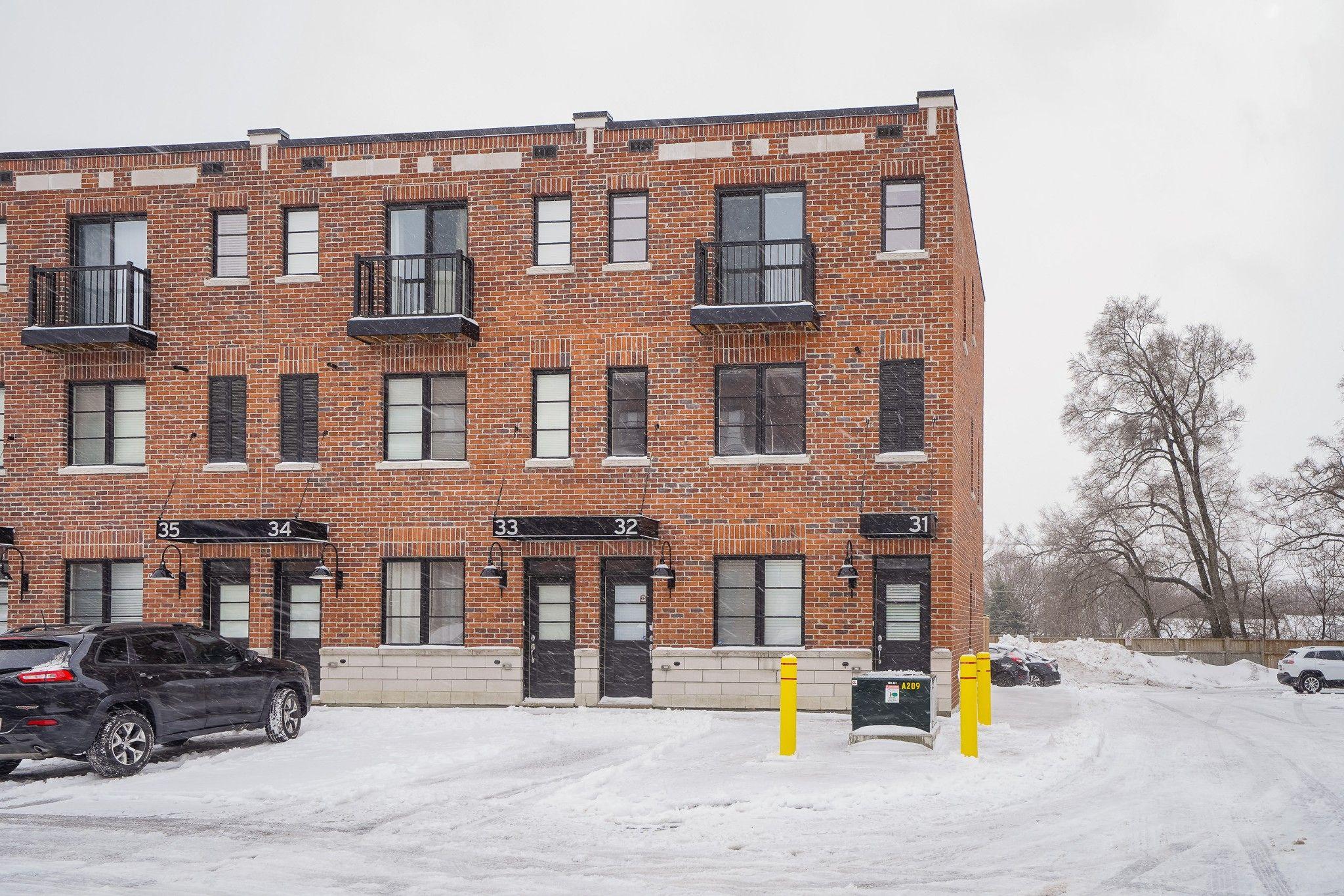 Main Photo: 31 70 Plain's Road in Burlington: House for sale : MLS®# H4046107