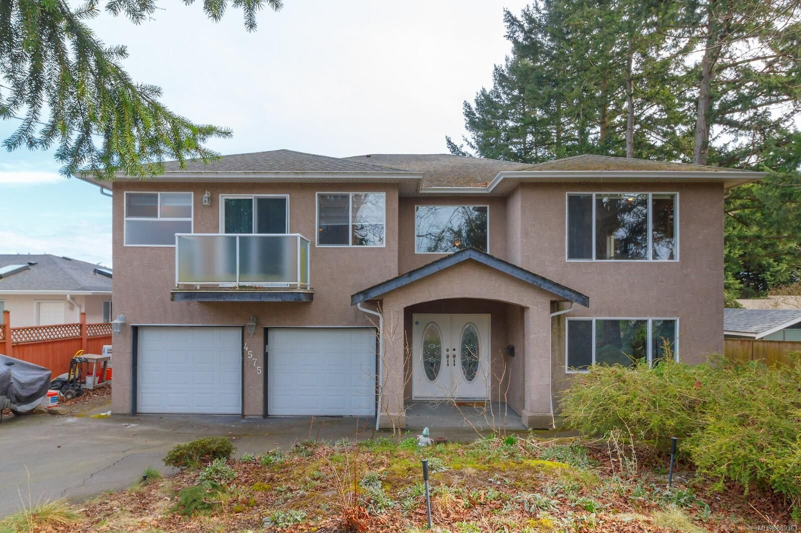 Main Photo: 4575 Viewmont Ave in : SW Royal Oak House for sale (Saanich West)  : MLS®# 869363
