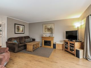 Photo 3: 4656 RAVINE Street in Vancouver: Collingwood VE House for sale (Vancouver East)  : MLS®# R2107811