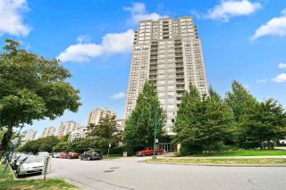 "Photo 12: 1708 3663 CROWLEY Drive in Vancouver: Collingwood VE Condo for sale in ""LATITUDE"" (Vancouver East)  : MLS®# R2535378"
