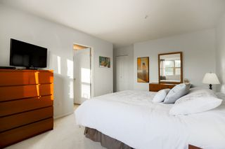 """Photo 16: 301 19130 FORD Road in Pitt Meadows: Central Meadows Condo for sale in """"Beacon's Square"""" : MLS®# R2032727"""