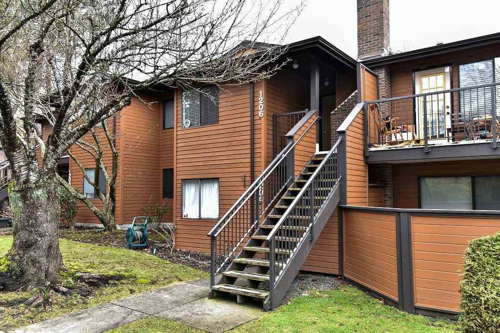 Main Photo: 1206 10620 150 STREET in Surrey: Guildford Townhouse for sale (North Surrey)  : MLS®# R2134612