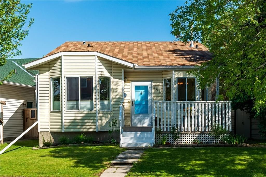 Main Photo: 144 RIVERBROOK Road SE in Calgary: Riverbend Detached for sale : MLS®# C4305996