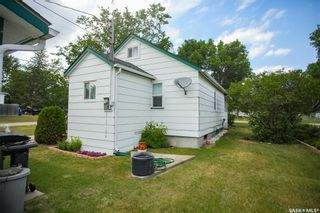 Photo 1: 300 Carson Street in Dundurn: Residential for sale : MLS®# SK863993