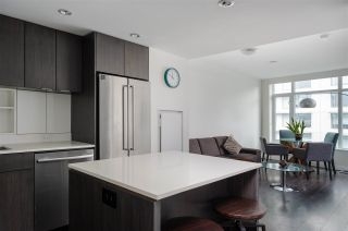 Photo 4: 701 111 E 1ST AVENUE in Vancouver: Mount Pleasant VE Condo for sale (Vancouver East)  : MLS®# R2474344
