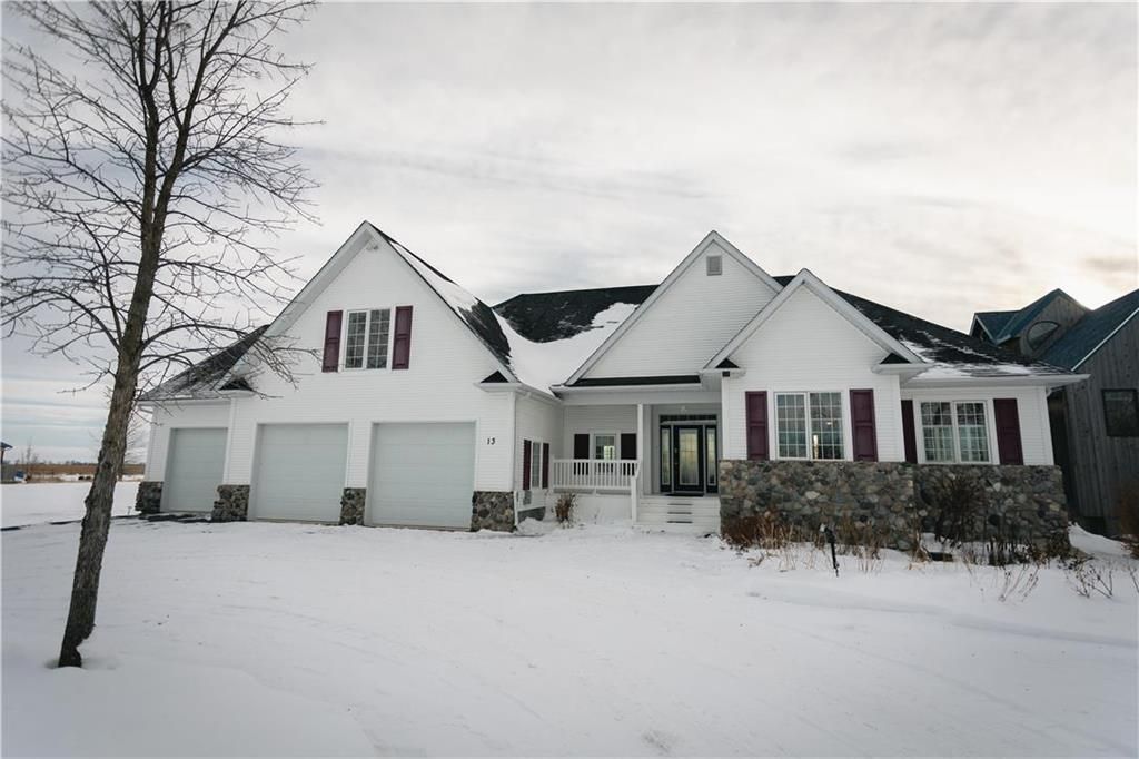 Main Photo: 13 SUNRISE Drive in Gimli Rm: Miklavik Residential for sale (R26)  : MLS®# 202100935