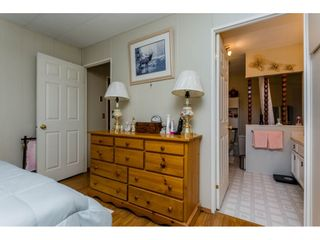"""Photo 12: 25 15875 20 Avenue in Surrey: King George Corridor Manufactured Home for sale in """"Searidge Bays"""" (South Surrey White Rock)  : MLS®# R2195866"""