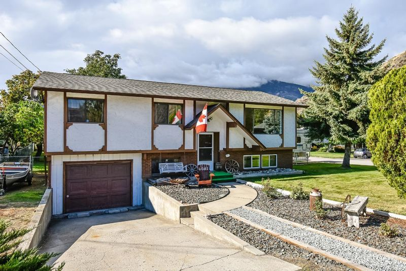FEATURED LISTING: 6081 FLORA Street Oliver