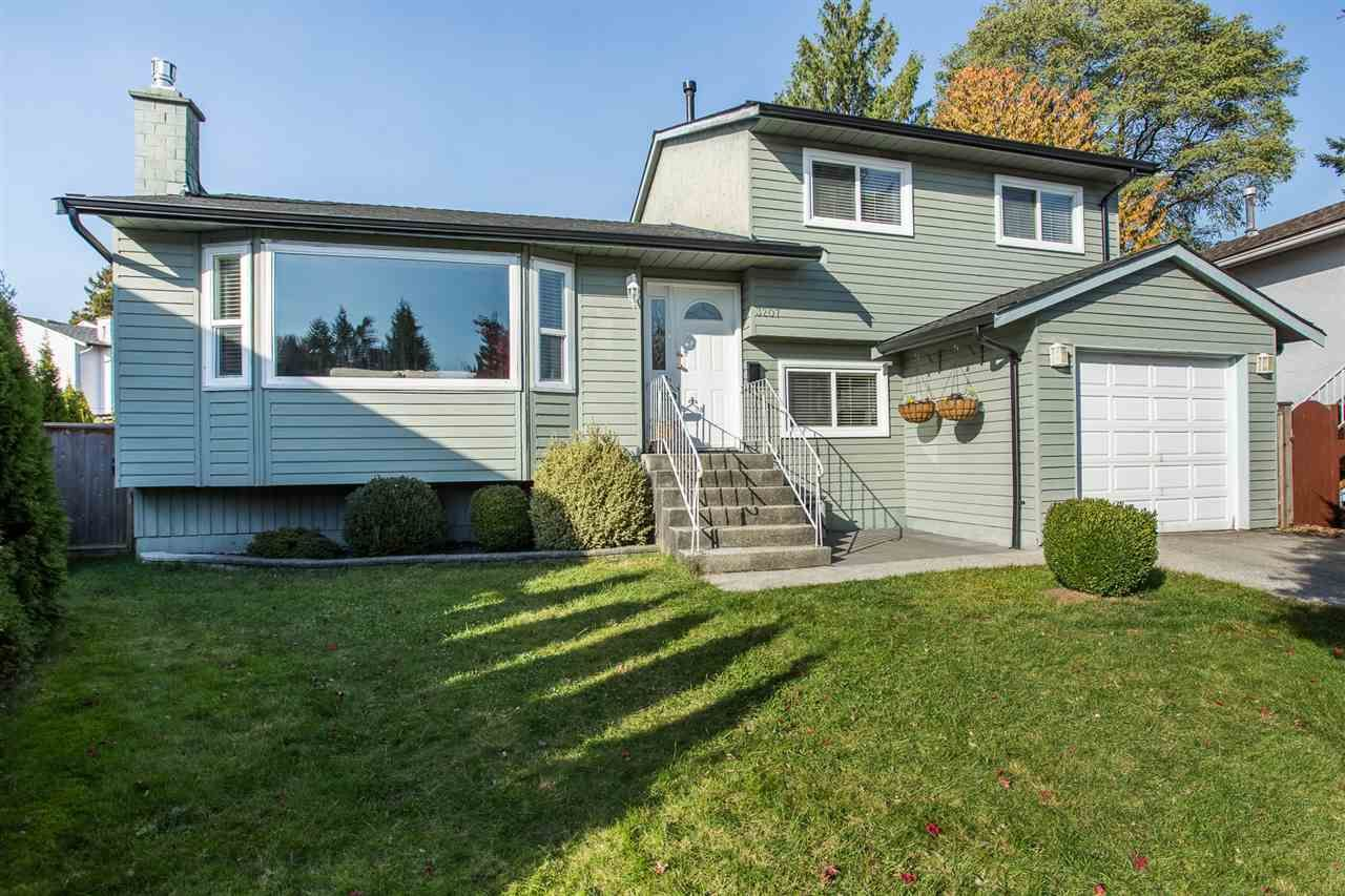 "Main Photo: 3207 VALDEZ Court in Coquitlam: New Horizons House for sale in ""NEW HORIZONS"" : MLS®# R2416763"