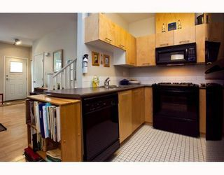 Photo 4: 889 PRIOR Street in Vancouver: Mount Pleasant VE 1/2 Duplex for sale (Vancouver East)  : MLS®# V812016