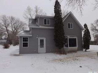 Photo 1: 106 Mainprize Street in Midale: Residential for sale : MLS®# SK845503
