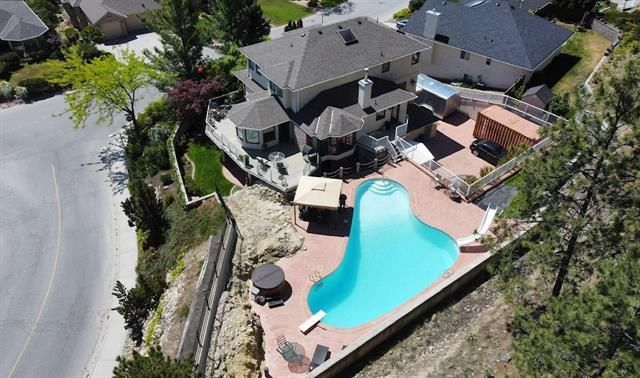 Main Photo: 2276 Lillooet Crescent, in Kelowna: House for sale : MLS®# 10232249