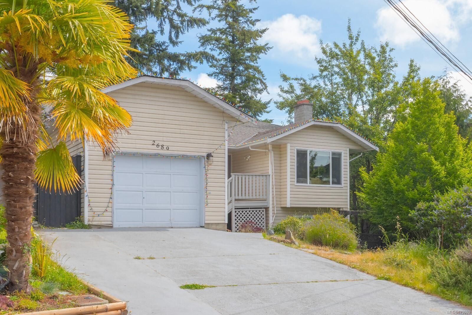 Main Photo: 2689 Myra Pl in : VR Six Mile House for sale (View Royal)  : MLS®# 879093