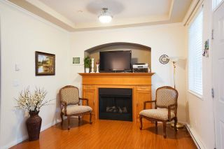 Photo 3: 16 19063 MCMYN Road in Pitt Meadows: Mid Meadows Townhouse for sale : MLS®# R2089732