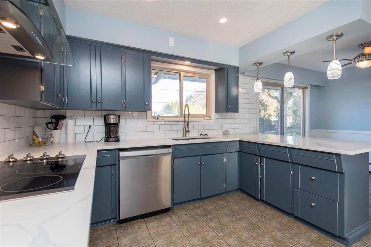 Photo 12: Photos: 2584 SUNNYSIDE Crescent in Abbotsford: Abbotsford West House for sale : MLS®# R2551772