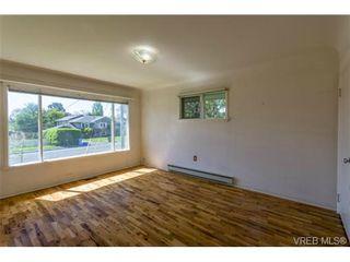 Photo 5: 2090 Allenby St in VICTORIA: OB Henderson House for sale (Oak Bay)  : MLS®# 700199