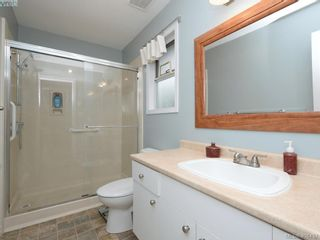Photo 13: 1279 Lidgate Crt in VICTORIA: SW Strawberry Vale House for sale (Saanich West)  : MLS®# 811754