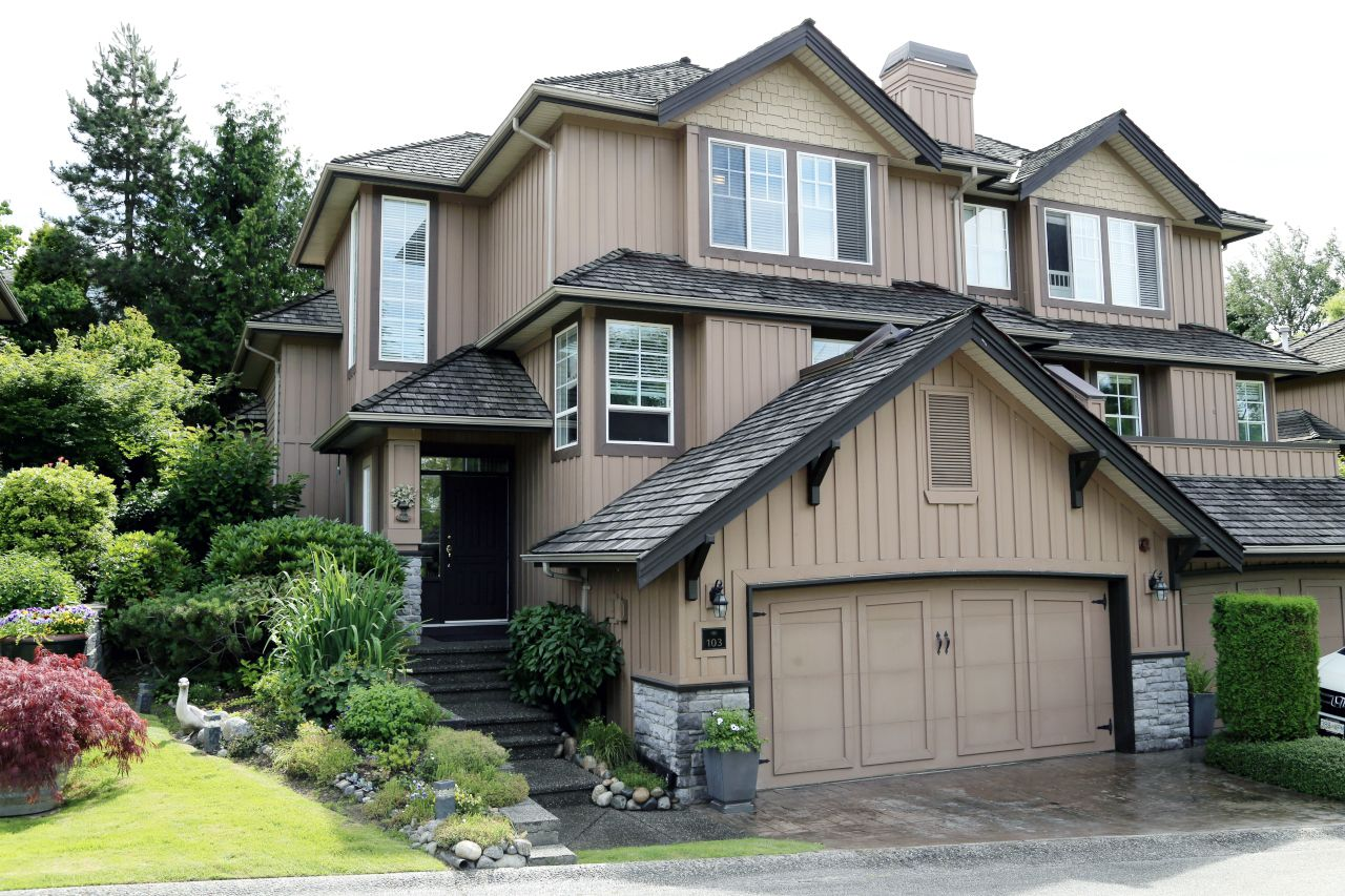 """Photo 1: Photos: 103 15350 SEQUOIA Drive in Surrey: Fleetwood Tynehead Townhouse for sale in """"The Village at Sequoia Ridge"""" : MLS®# R2286271"""