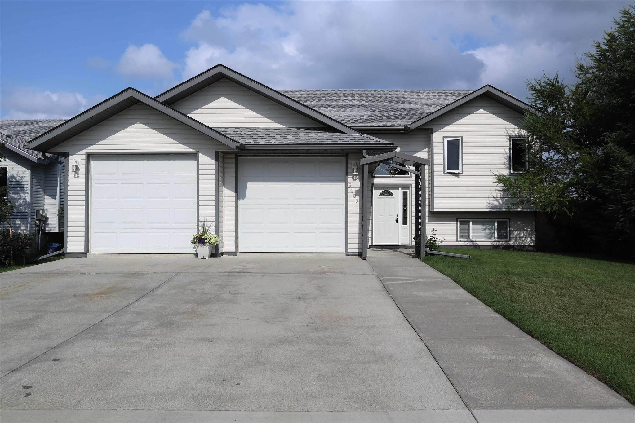 Main Photo: 5209 47 Street: Thorsby House for sale : MLS®# E4255555