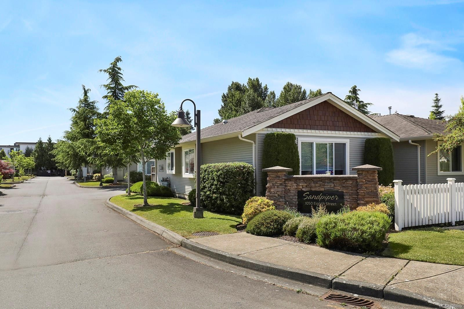 Main Photo: 8 1050 8th St in : CV Courtenay City Row/Townhouse for sale (Comox Valley)  : MLS®# 879819