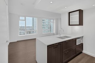 """Photo 7: 1005 5470 ORMIDALE Street in Vancouver: Collingwood VE Condo for sale in """"Wall Centre Central Park"""" (Vancouver East)  : MLS®# R2426749"""