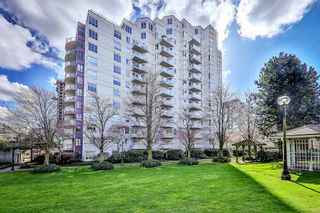 """Photo 1: 806 3455 ASCOT Place in Vancouver: Collingwood VE Condo for sale in """"QUEEN COURT"""" (Vancouver East)  : MLS®# R2445235"""