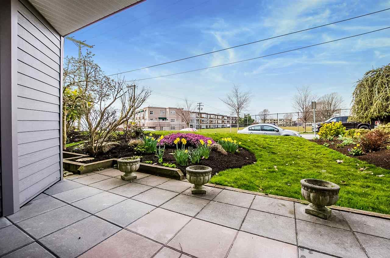 "Main Photo: 204 1220 FIR Street: White Rock Condo for sale in ""Vista Pacifica"" (South Surrey White Rock)  : MLS®# R2447004"