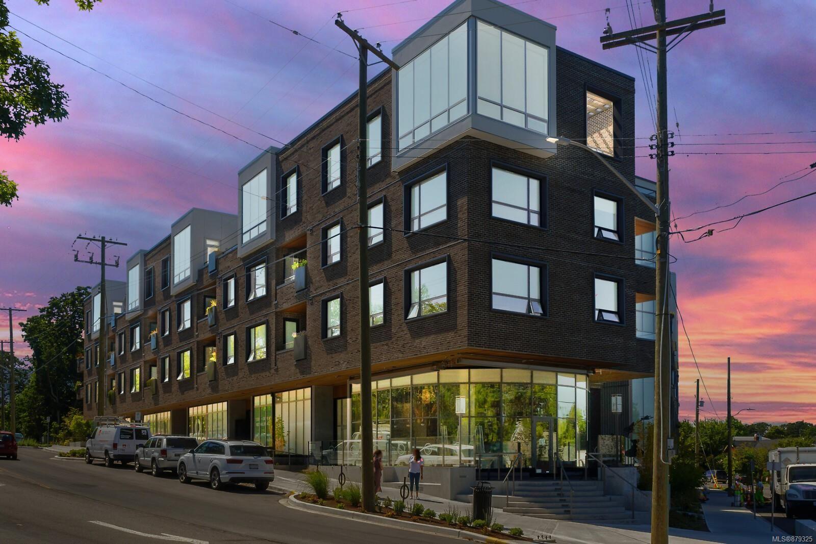 Main Photo: 303 2285 Bowker Ave in : OB Estevan Condo for sale (Oak Bay)  : MLS®# 879325