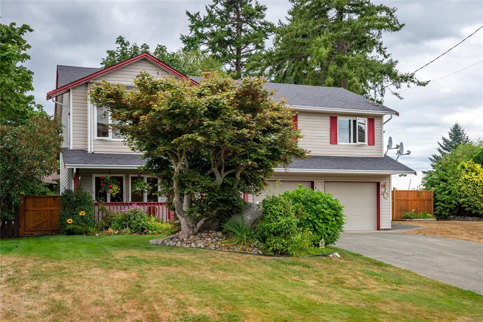 Main Photo: 158 Country Aire Dr in Campbell River: CR Willow Point House for sale : MLS®# 886853
