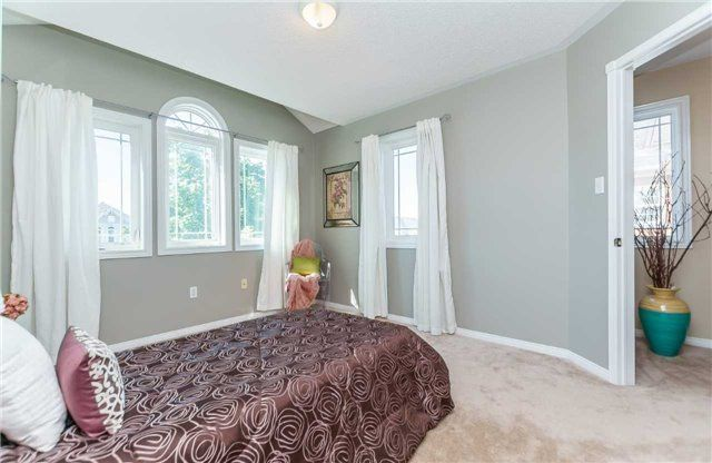 Photo 18: Photos: 40 Wells Crescent in Whitby: Brooklin House (2-Storey) for sale : MLS®# E4187338