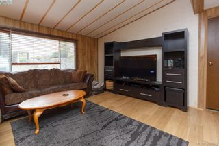 Photo 3: 27 70 Cooper Rd in VICTORIA: VR Glentana Manufactured Home for sale (View Royal)  : MLS®# 771092