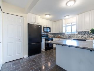 Photo 6: 404 2733 ATLIN PLACE in Coquitlam: Coquitlam East Condo for sale : MLS®# R2419896