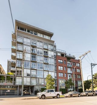 """Photo 2: 202 919 STATION Street in Vancouver: Strathcona Condo for sale in """"Left Bank"""" (Vancouver East)  : MLS®# R2413251"""
