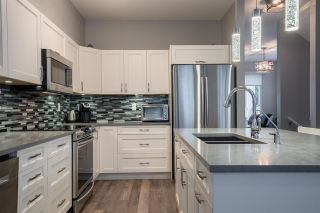 """Photo 4: 94 6575 192 Street in Surrey: Clayton Townhouse for sale in """"IXIA"""" (Cloverdale)  : MLS®# R2502257"""