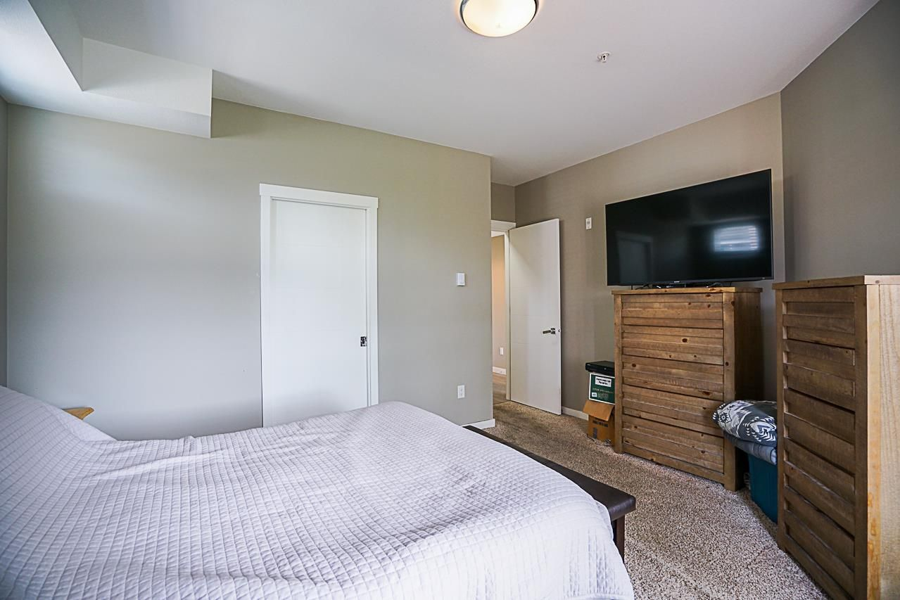 """Photo 10: Photos: 301 2238 WHATCOM Road in Abbotsford: Abbotsford East Condo for sale in """"Waterleaf"""" : MLS®# R2276818"""